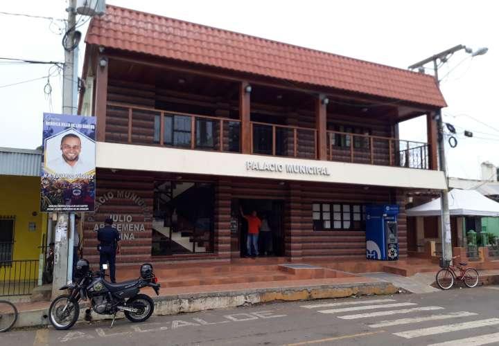 Vandalizan oficinas del municipio de La Villa