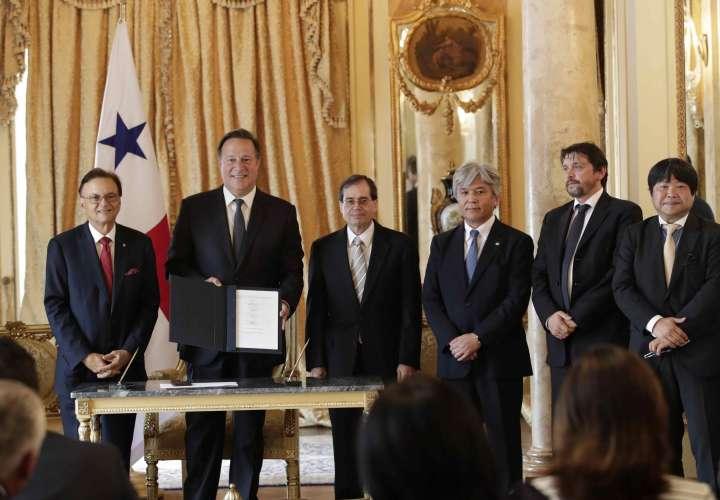 Panamá firma acuerdo para compra de equipo y flota de la Línea 3