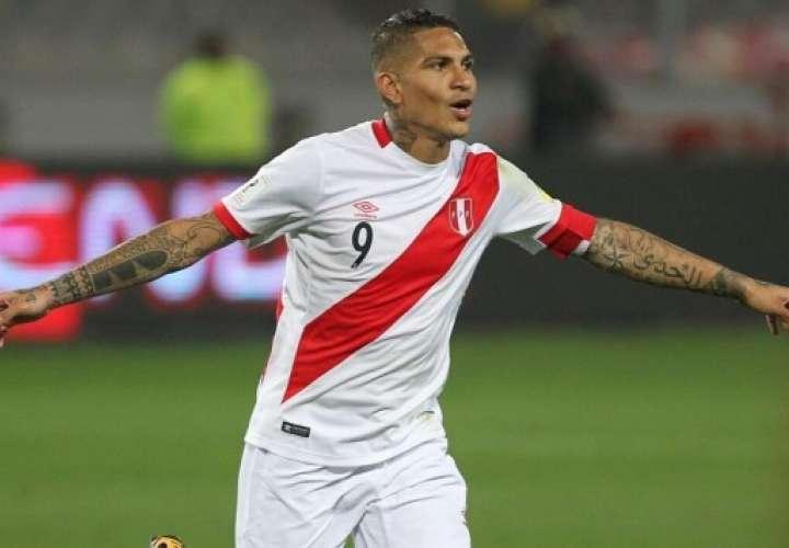 Paolo Guerrero vuelve a jugar con Perú