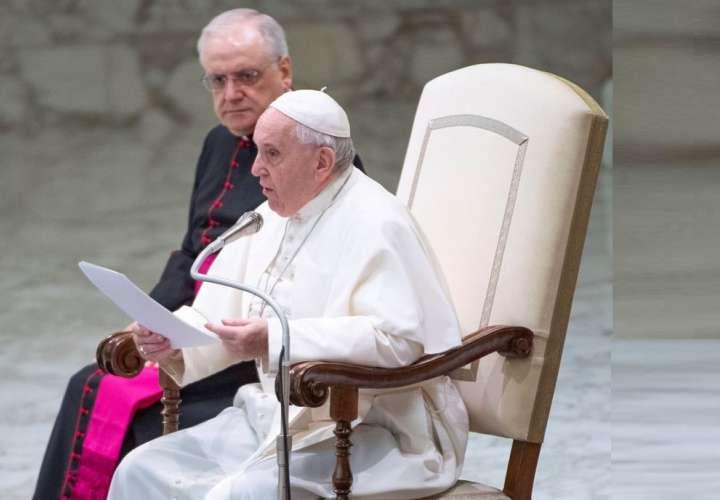 Papa rechaza que se pueda ordenar sacerdotes a hombres casados (Video)
