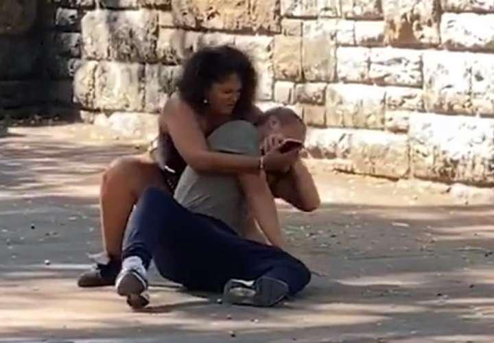 ¡Qué locura! Una chica pelea con su novio para desbloquear su celular