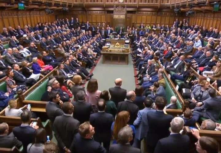 Captura de un vídeo facilitada por la Unidad de Grabación del Parlamento del Reino Unido que muestra una votación sobre el brexit en el Parlamento en Londres (Reino Unido), este viernes. EFE