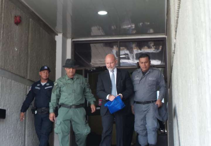 Cambian medida cautelar a Gustavo Pérez por caso de pinchazos telefónicos