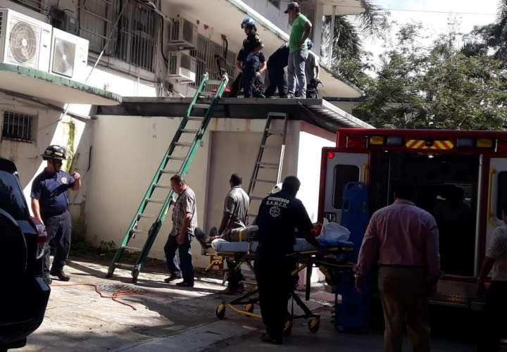 Trabajadores caen al vacío mientras realizaban trabajos en techo