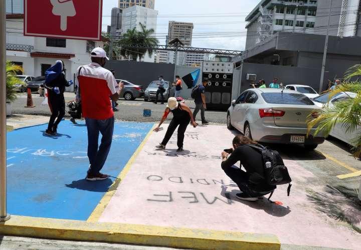 MEF: Estudiantes vandalizan edificio
