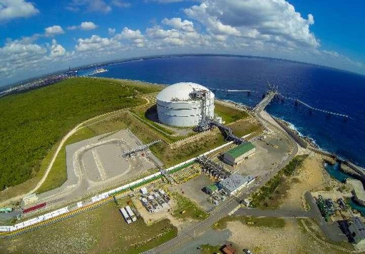 La planta de gas natural panameña es una réplica de una que AES posee en República Dominicana, la cual se observa en esta imagen. Foto: Crítica Archivo