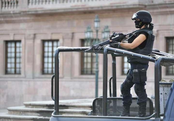 Una fuente de la Policía de Proximidad de Múzquiz mencionó que la cifra total de muertos podría alcanzar los veinte, entre delincuentes y miembros de la corporaciones policiales del estado. EFE/Archivo