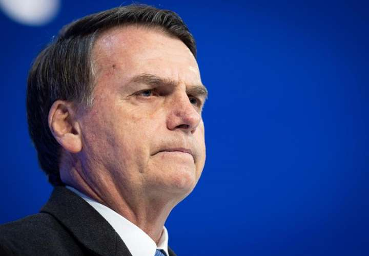 """En la imagen el presidente de Brasil, Jair Bolsonaro, quien ha dicho una y otra vez que portar armas es el """"deseo"""" de la """"mayoría de los ciudadanos de bien"""".  EFE/Archivo"""
