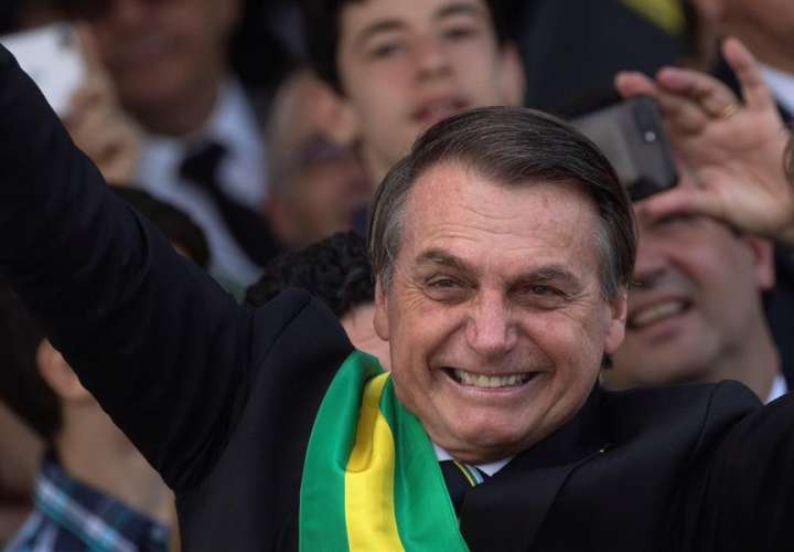 """Bolsonaro """"está listo para el combate"""" días después de recibir el alta (Video)"""