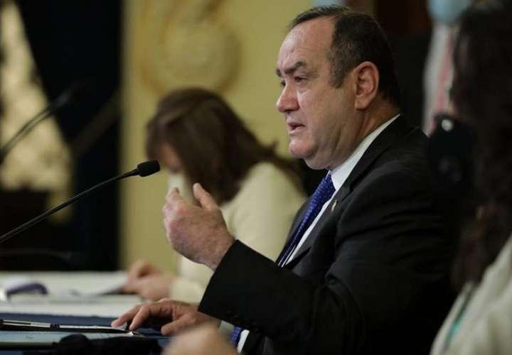 Según expertos, el presupuesto presenta amplias reducciones para temas sanitarios y de derechos humanos. EFE