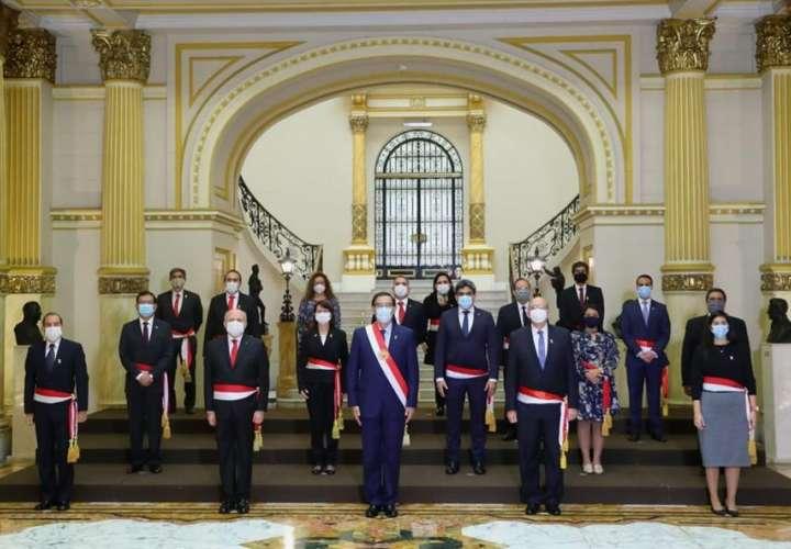 Presidente de Perú rehace Gobierno para abordar COVID-19 y último año de gestión