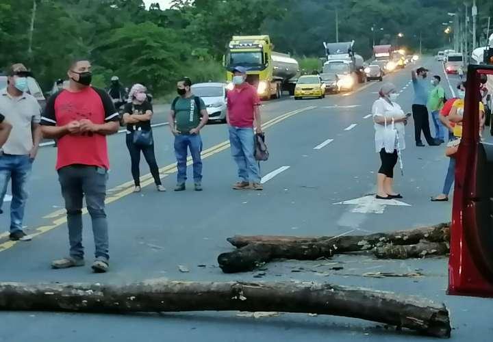 Comunidad de Quebrada Bonita se tiró a la calle cansada de no tener agua