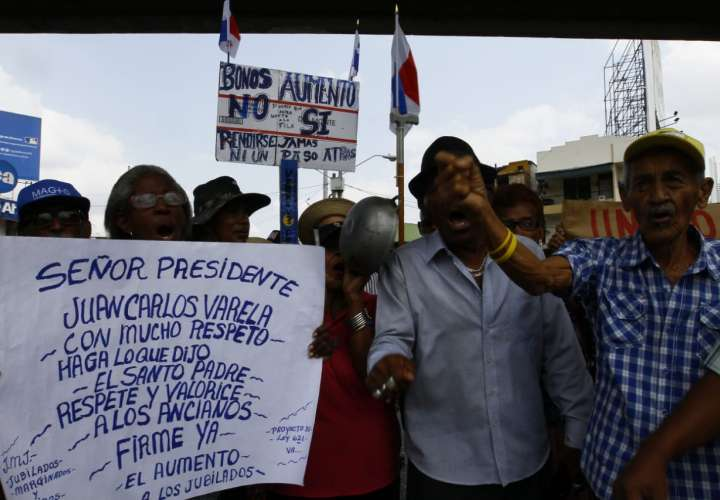 La protesta se realizó de forma pacífica en las inmediaciones de la Plaza 5 de Mayo. Foto: Edwards Santos