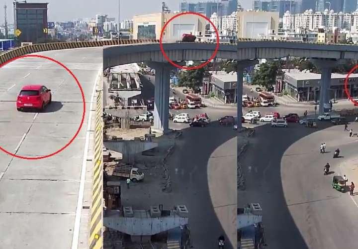 Vehículo cae puente abajo y aplasta grupo de personas (Video)