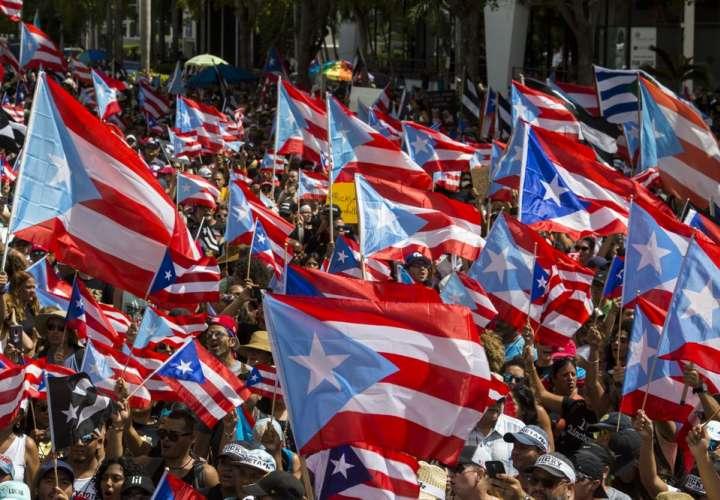 Miles de personas exigen un nuevo líder en Puerto Rico
