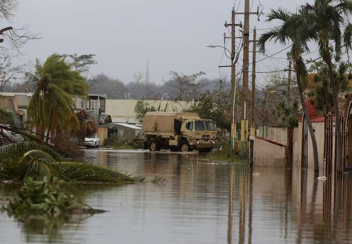 El Gobierno de Ricardo Rosselló confirmó la muerte de dos personas en el municipio de Toa Baja, otra en el de Canóvanas, una en Bayamón y tres en Utuado a causa del huracán María. EFE