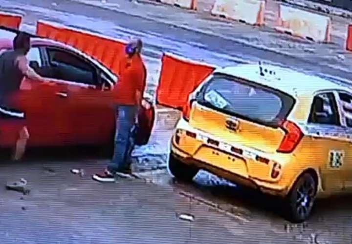 Pelean en La Doña por una doña (Videos)