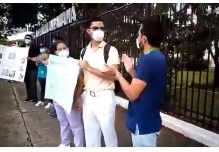 Médicos exigen el pago de sus salarios, tienen hasta 5 quincenas sin cobrar