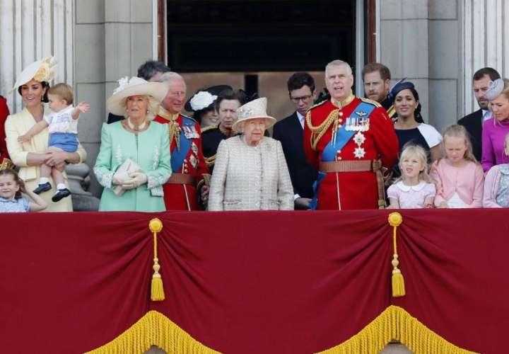 La reina Isabel II celebró su cumpleaños 93 con un desfile de gala