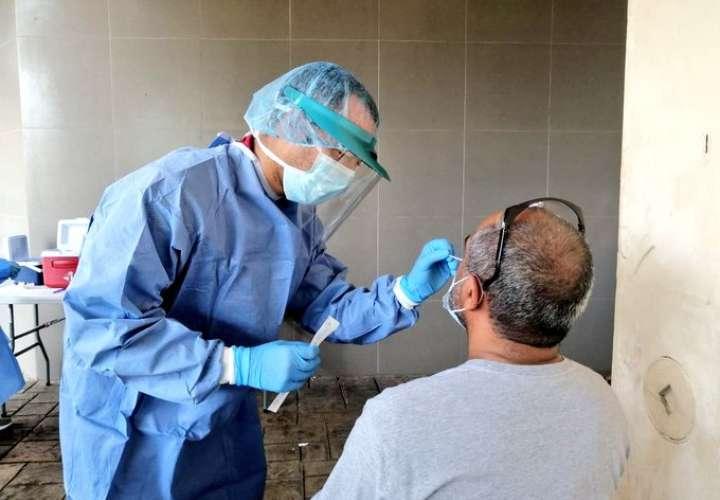 Infectólogo Javier Nieto de acuerdo con propuesta sobre cuarentena absoluta