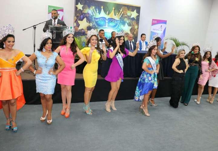 Desfile de reinas en la Cinta Costera