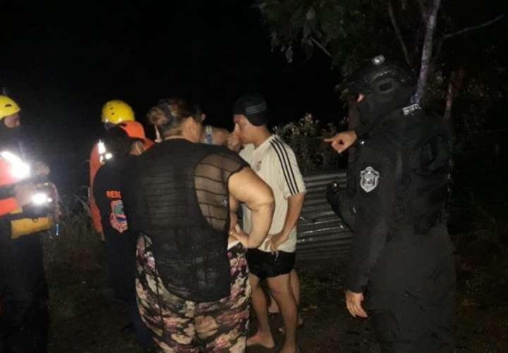 Cabeza de agua arrastra cuatro jóvenes en río El Chorro en Las Garzas (Video)