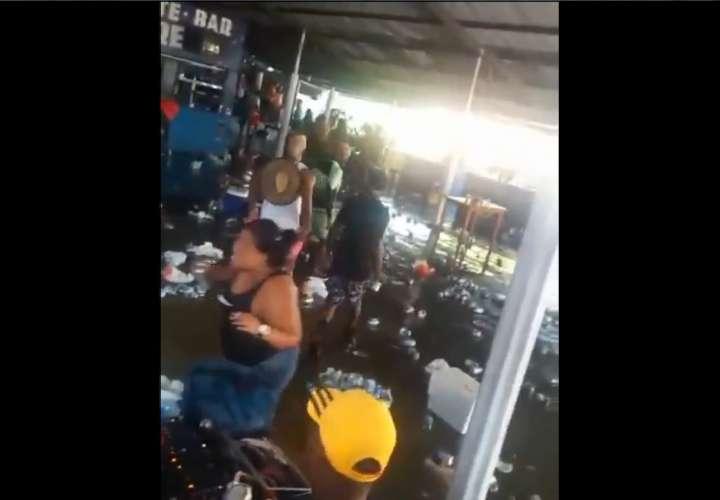 Volaron las botellas, latas y cartuchos en bar de Cobobré (Video)