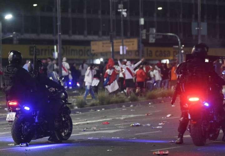 Disturbios e incidentes en Argentina por celebración de hinchas del River Plate