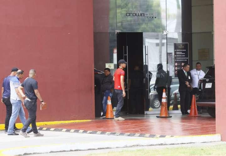 Unidades de la DIP llegan a la escena del asalto para iniciar las investigaciones.   Foto: Edwards Santos