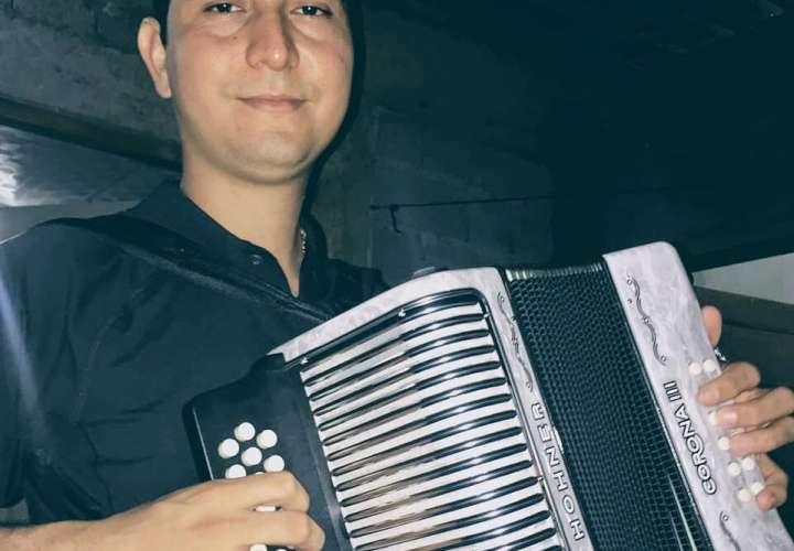 Tipiquero al que le robaron en Chitré, no sabe nada de sus acordeones