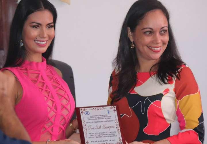 Rosa Iveth recibe condecoración por enaltecer a la provincia de Coclé