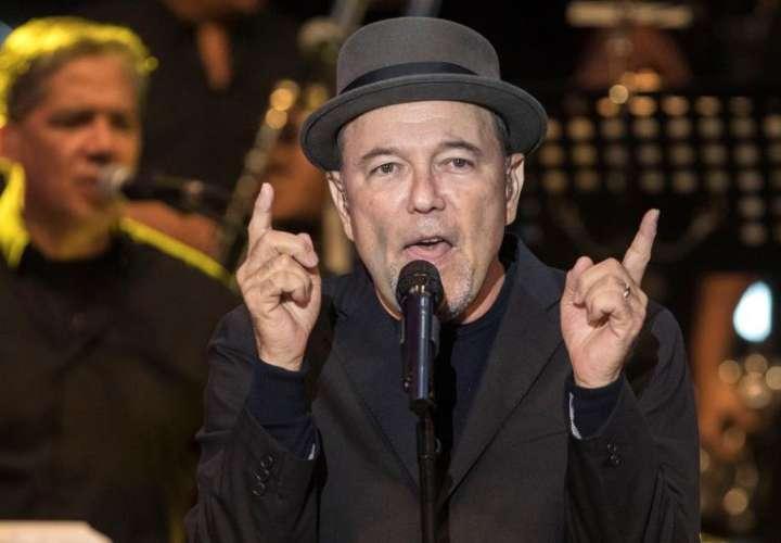 El cantante panameño Rubén Blades, durante el concierto inaugural de la XXIV edición del Festival La Mar de Músicas ofrecido esta noche en el Parque Torres de Cartagena, en Murcia. EFE/Marcial Guillén