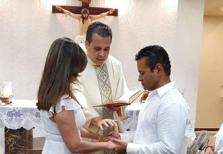 Samy celebró 25 años de casado con su esposa Iraida