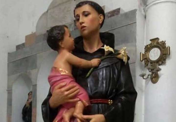 Estatua restaurada de San Antonio de Padua, Colombia. Foto: Facebook / Juan Camilo Duque