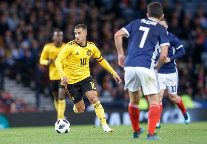 Eden Hazard (10), capitán de la selección belga, fue uno de los hombres claves del partido./ AP