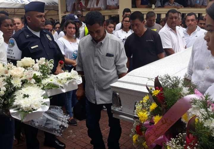 Vista general el sepelio en Arraiján. Foto: Yorlenne Morales.