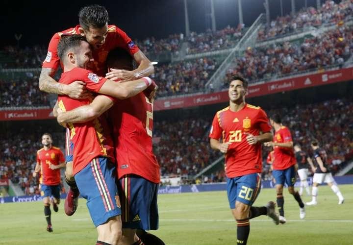 Jugadores españoles festejan la goleada./ Foto AP