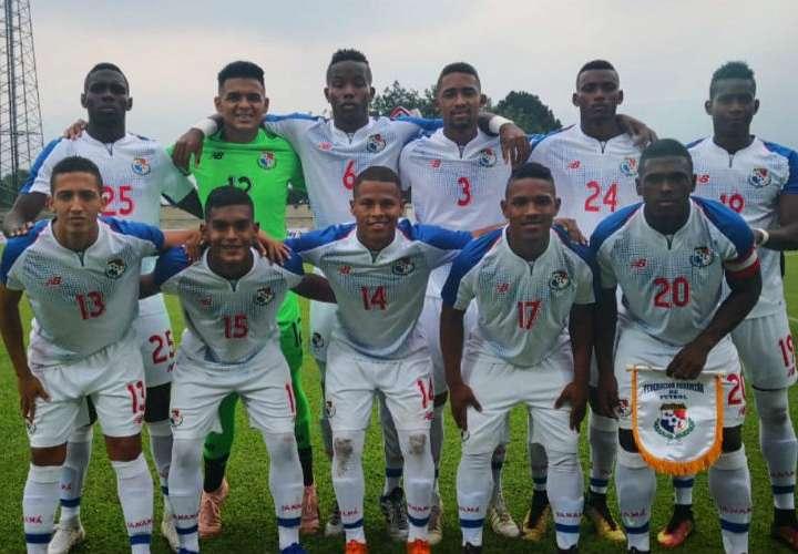 El equipo titular que utilizó hoy viernes la Sub-20 de Fútbol de Panamá en el amistoso ante su similar de Colombia. Foto: Fepafut