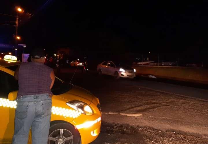Hombre muere al ser embestido por un taxi en Veraguas  [Video]