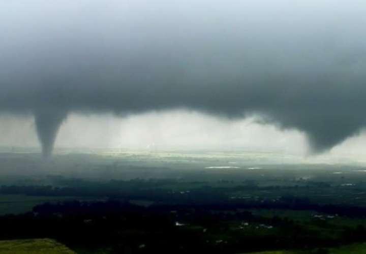 Muchos vuelos fueron cancelados o retrasados en el aeropuerto de Tulsa debido a las tormentas. Foto: AP