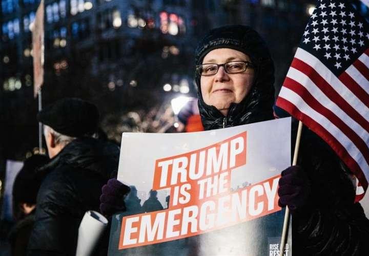 Demandan a Trump por insistir en el muro fronterizo