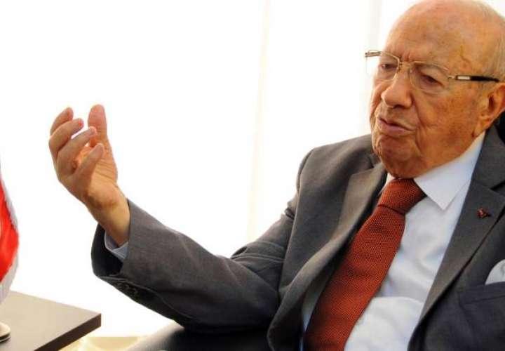 El presidente de Túnez está hospitalizado y en estado crítico