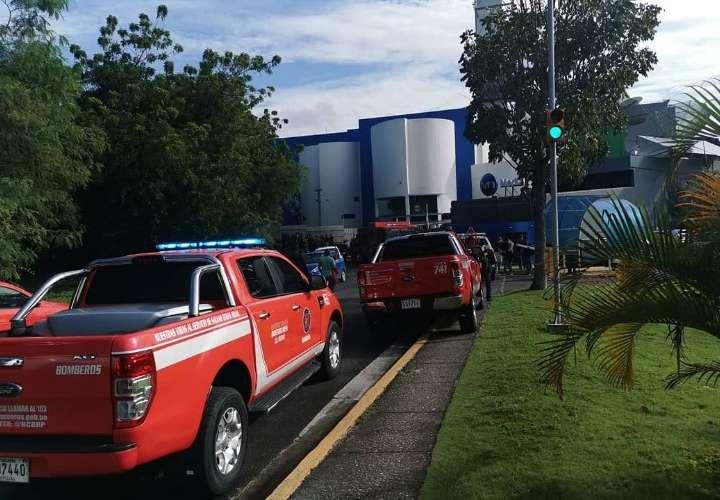 Personal de TVN fue evacuado de las instalaciones