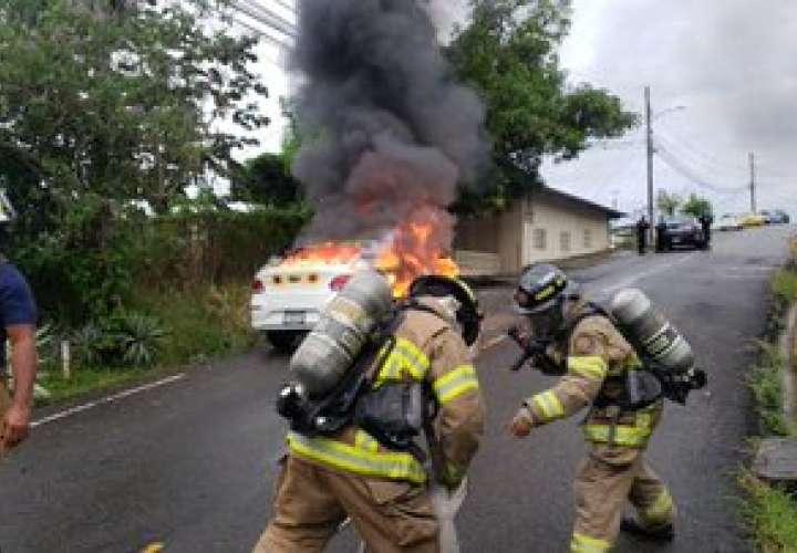 Auto se incendia en Las 500, San Miguelito