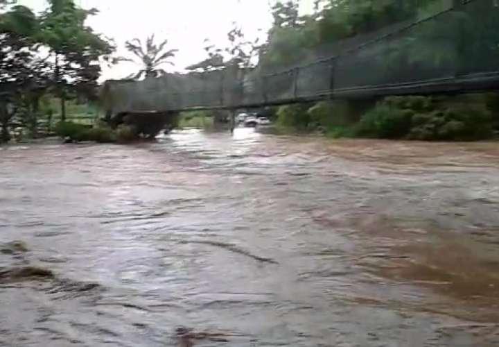 Incomunicados por crecida de ríos en Capira