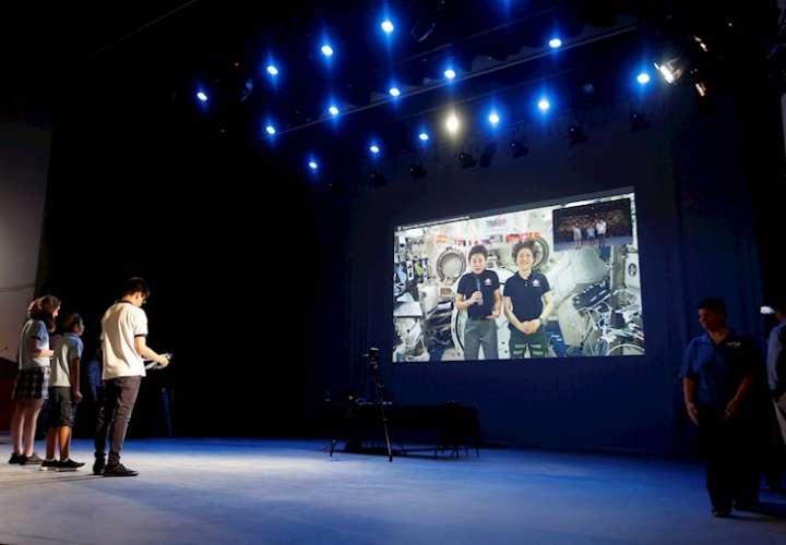 Llamada en directo desde Panamá a los astronautas de la Estación Espacial