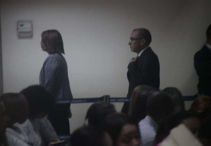 Rolando López llega a la audiencia de caso pinchazos