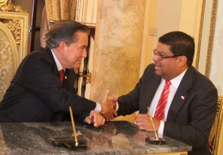 Carlos Aguilar asume como ministro de Cultura