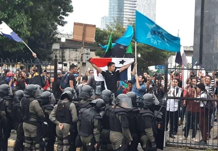 Asamblea lamenta acciones de manifestantes