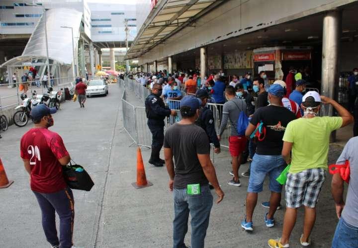 Segundo día de aglomeración en los supermercados de San Miguelito